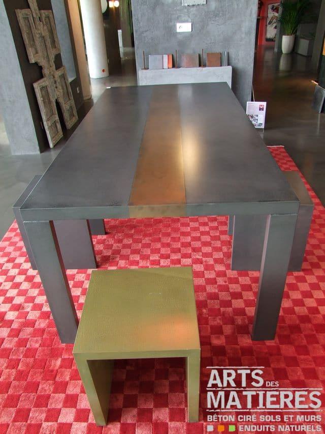 Table et tabourets by arts des mati res b ton cir enduits d coratifs - Faire une table en beton cire ...